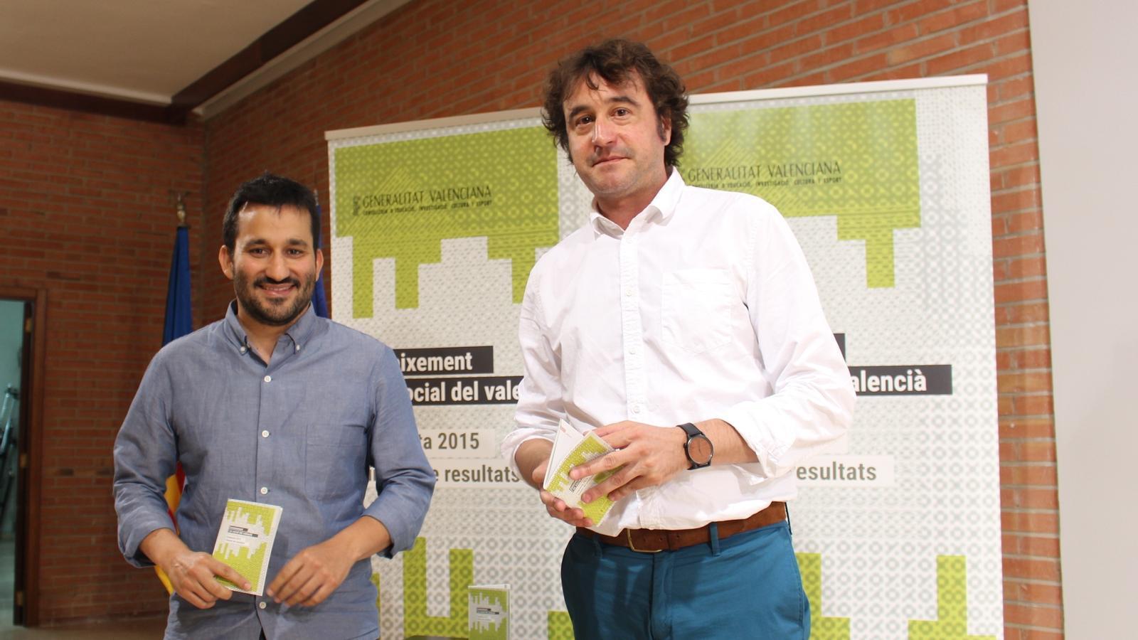 El conseller d'Educació, Vicent Marzà, i el director general de Política Lingüística, Ruben Trenzano, han presentat els resultats de l'enquesta sobre 'Coneixement i ús del valencià 2015'.