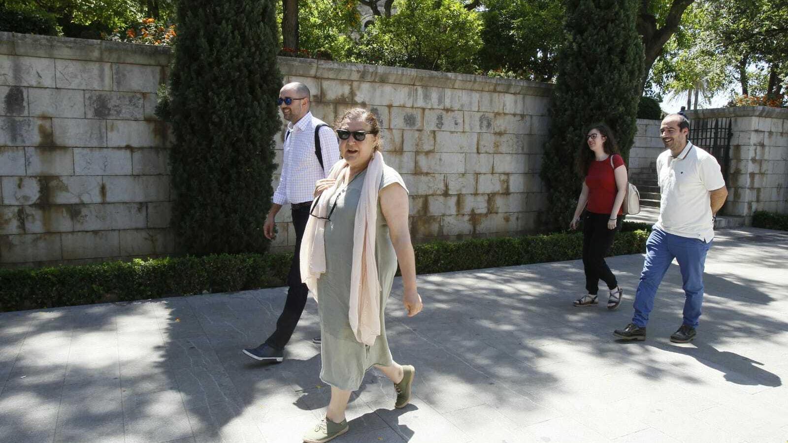 La secretària general de Podem, Mae de la Concha, amb la resta de l'equip negociador.