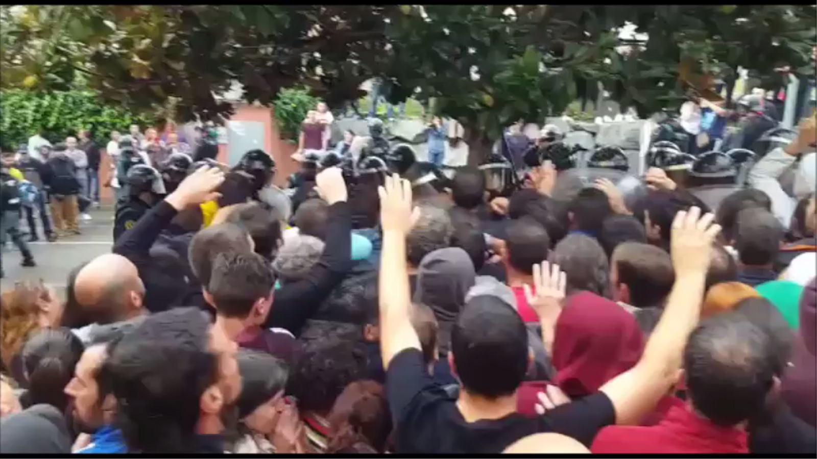 Càrregues policial a l'escola del Pi gros de Sant Cebrià de Vallalta l'1-O
