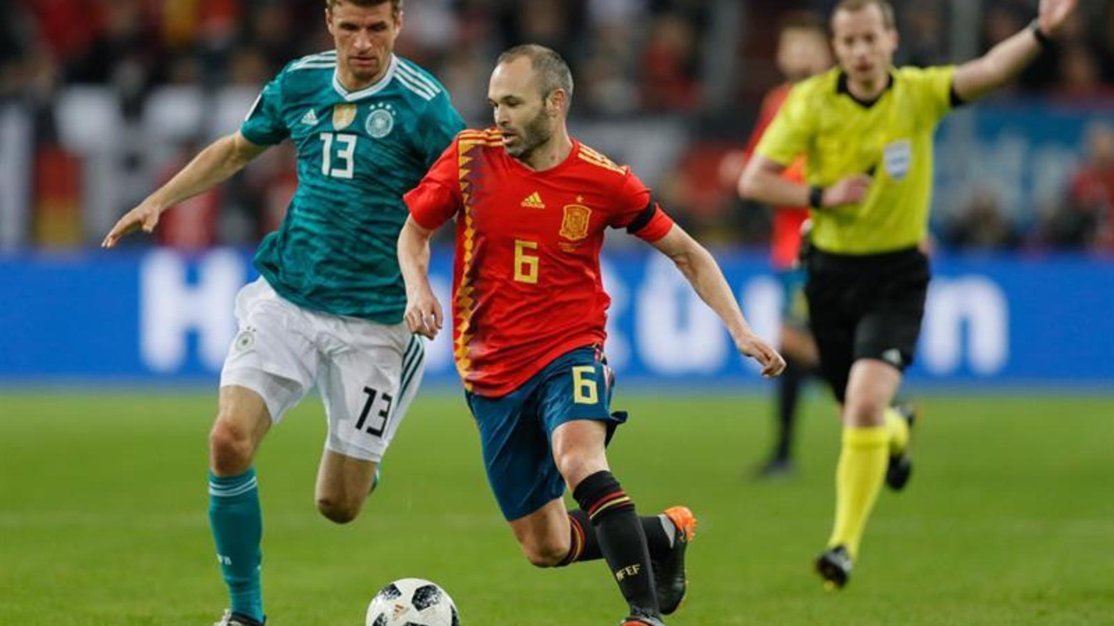 L'Argentina guanya sense Messi i Espanya empata a Alemanya