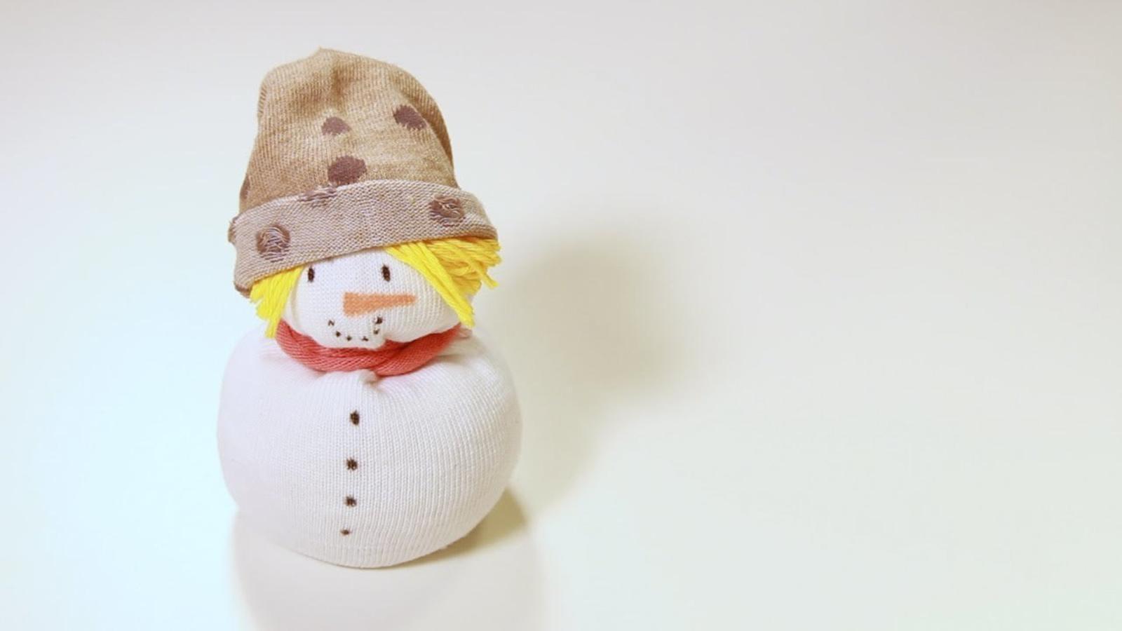 Manualitat d'hivern: ninot de neu escalfador de mans