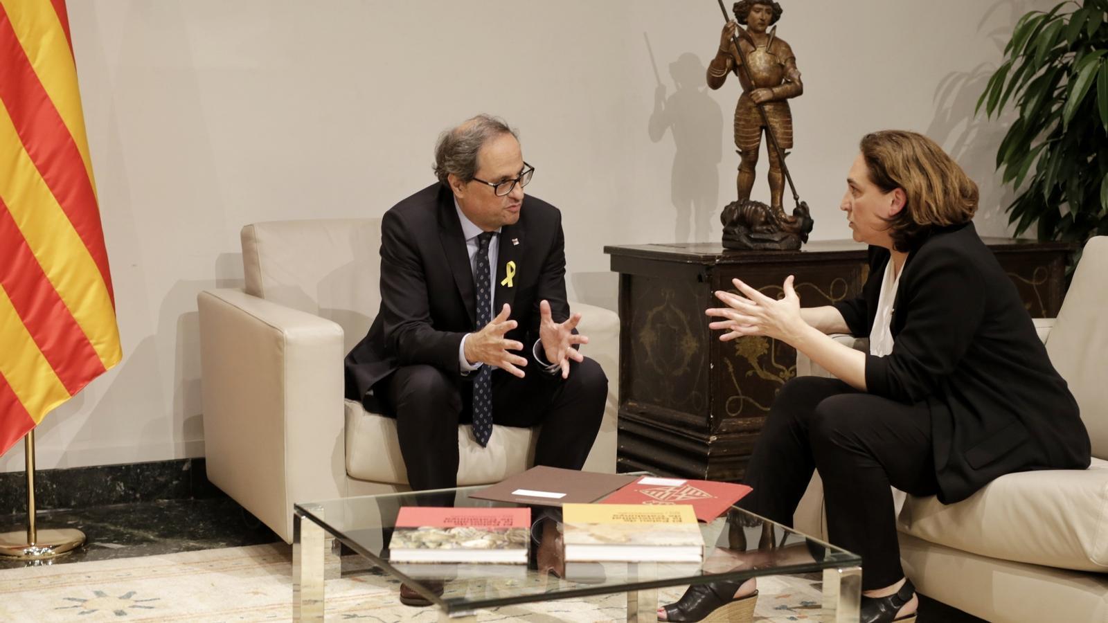 El president de la Generalitat, Quim Torra, i l'alcaldessa de Barcelona, Ada Colau, reunits a Palau