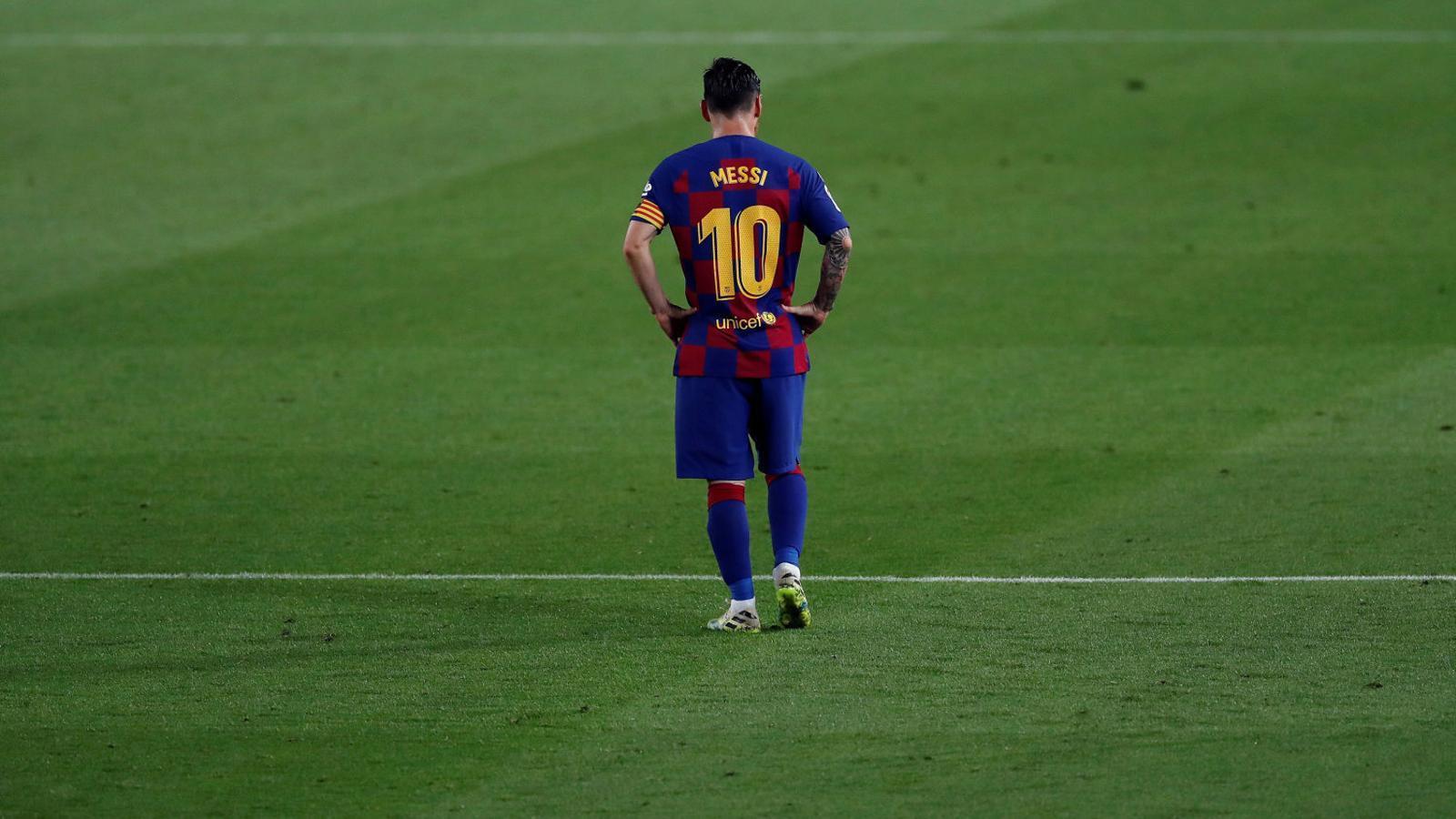 Leo Messi va marcar contra l'Osasuna, però no va poder evitar la derrota del Barça al Camp Nou.