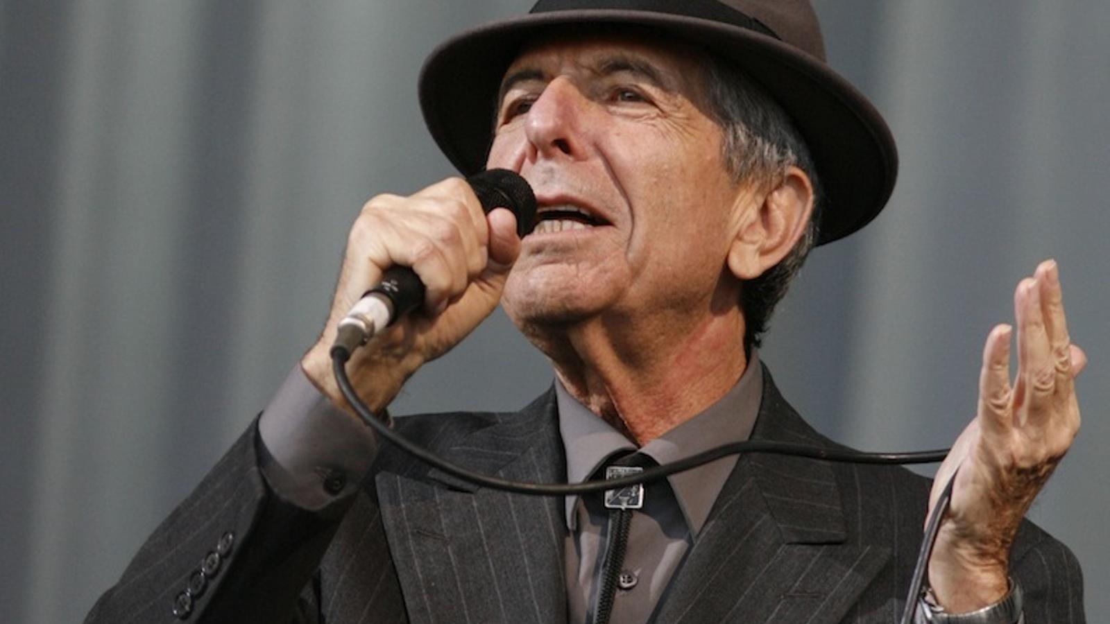 Leonard, Zijronó LiBerajá- Z''L Leonard-Cohen-al-festival-Glastonbury_1685241579_35213528_651x366