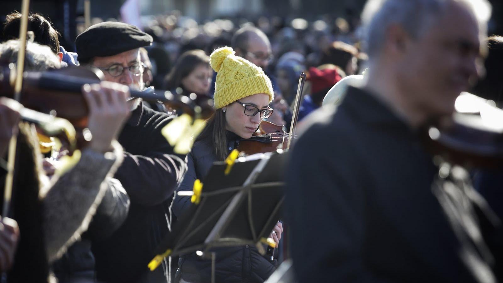 Els músics han interpretat peces com 'L'Estaca' o 'Els Segadors'.