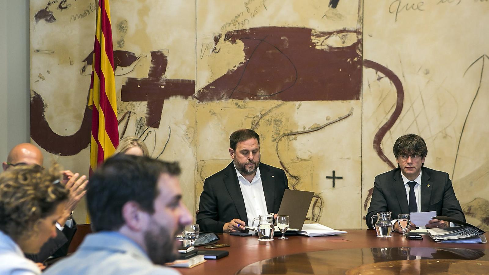 Puigdemont estudia concentrar l'operativa de l'1-O en un conseller