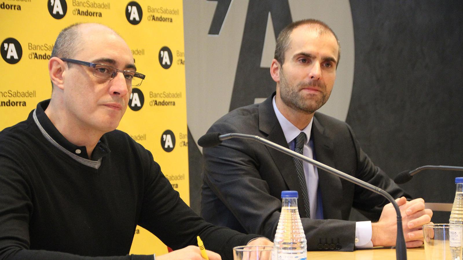 Víctor Martín, de l'Associació i  Gerard Fonolleda, director comercial de BancSabadell d'Andorra