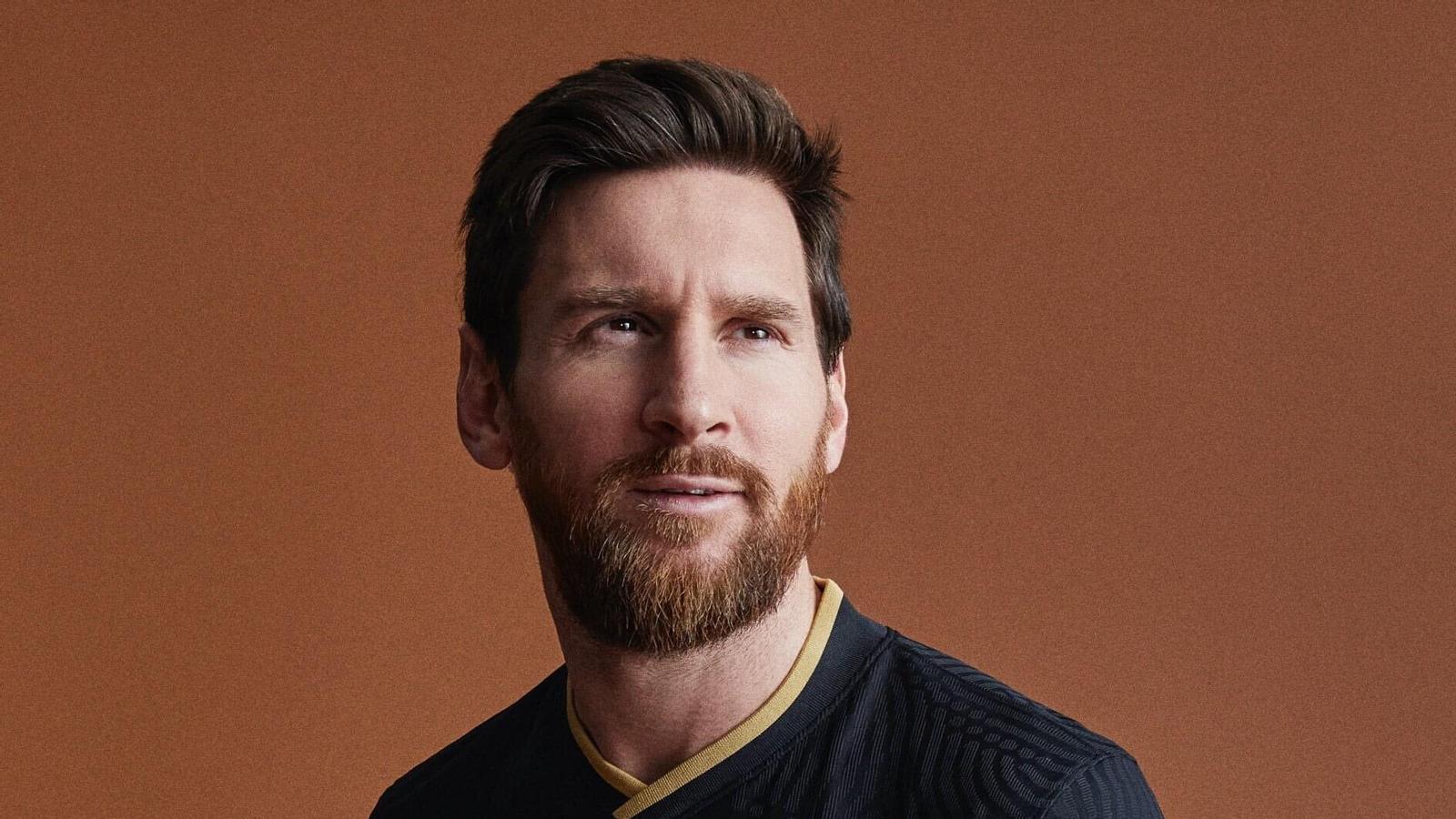Leo Messi posa amb la segona equipació de la temporada 2020-21