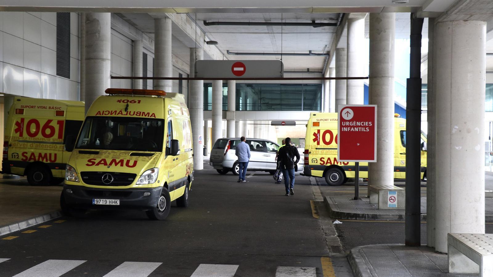 Una ambulància a l'hospital de Son Espases.