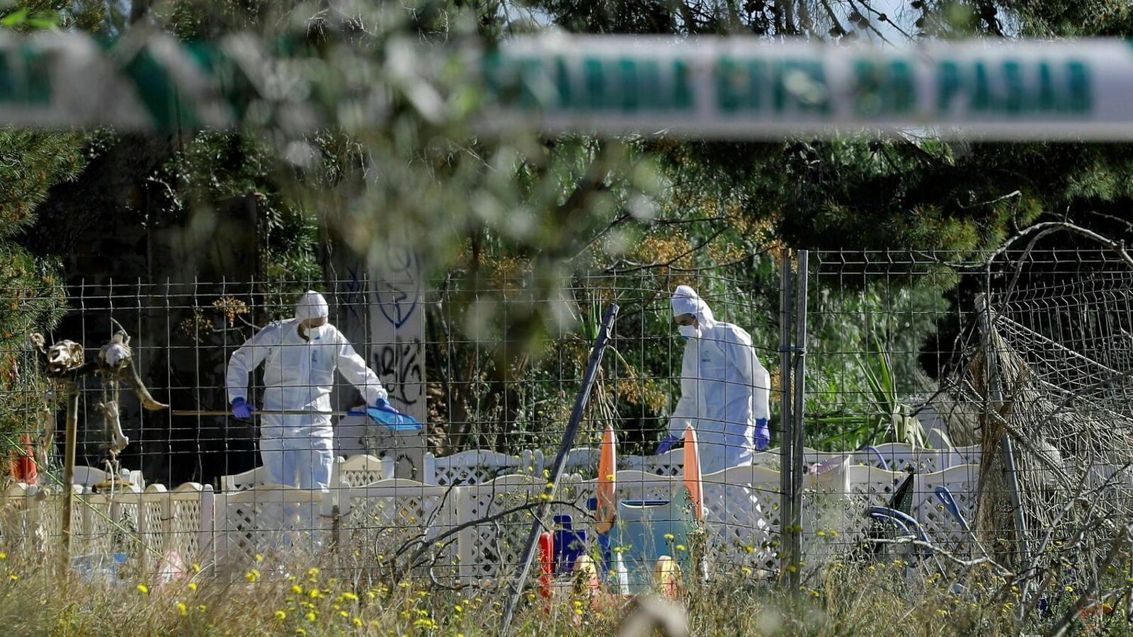 Entorn del domicili familiar dels dos nens que van ser trobats morts a Godella.