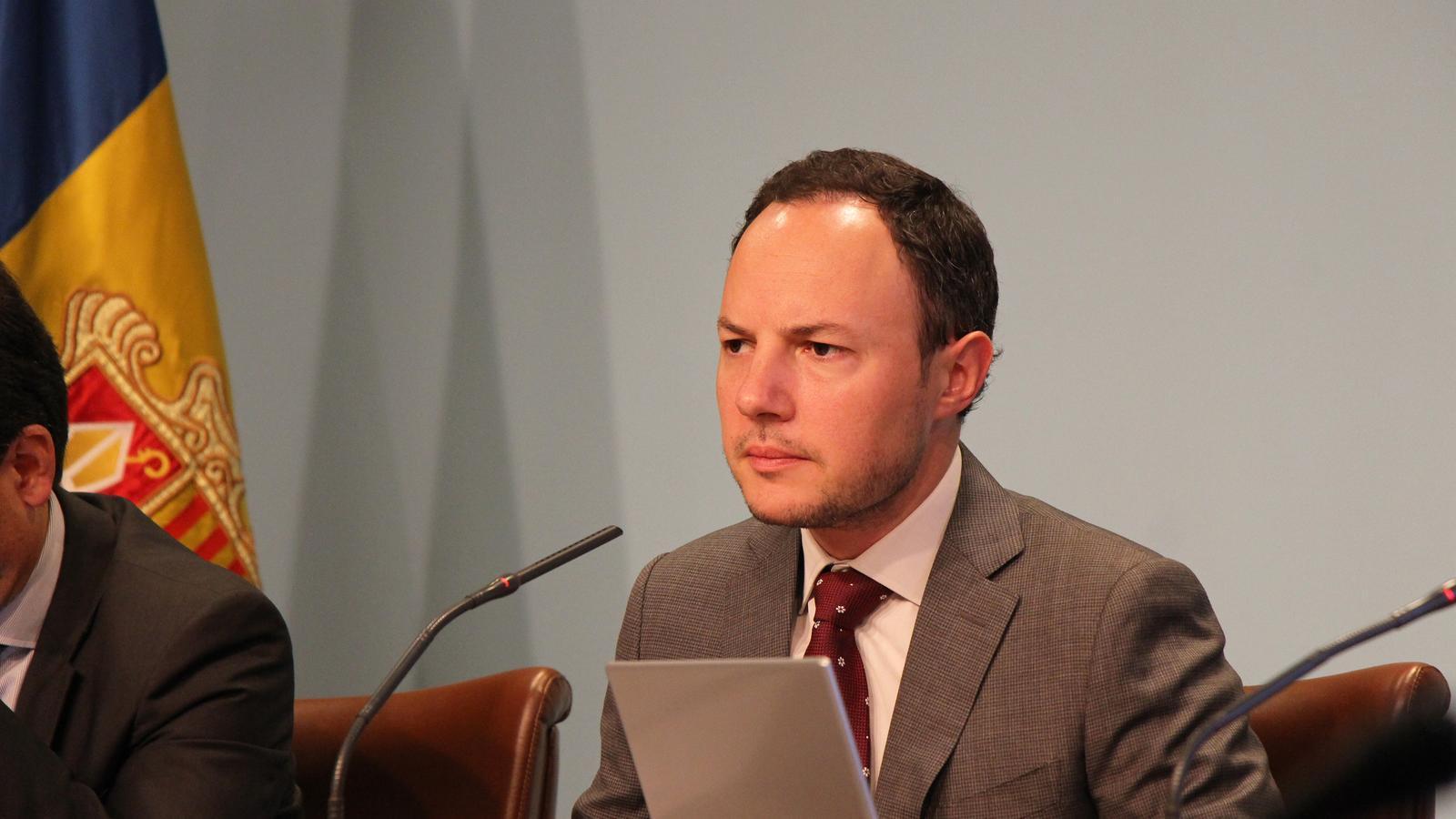 Nova quota de 250 permisos per treball per compte propi for Ministre interior