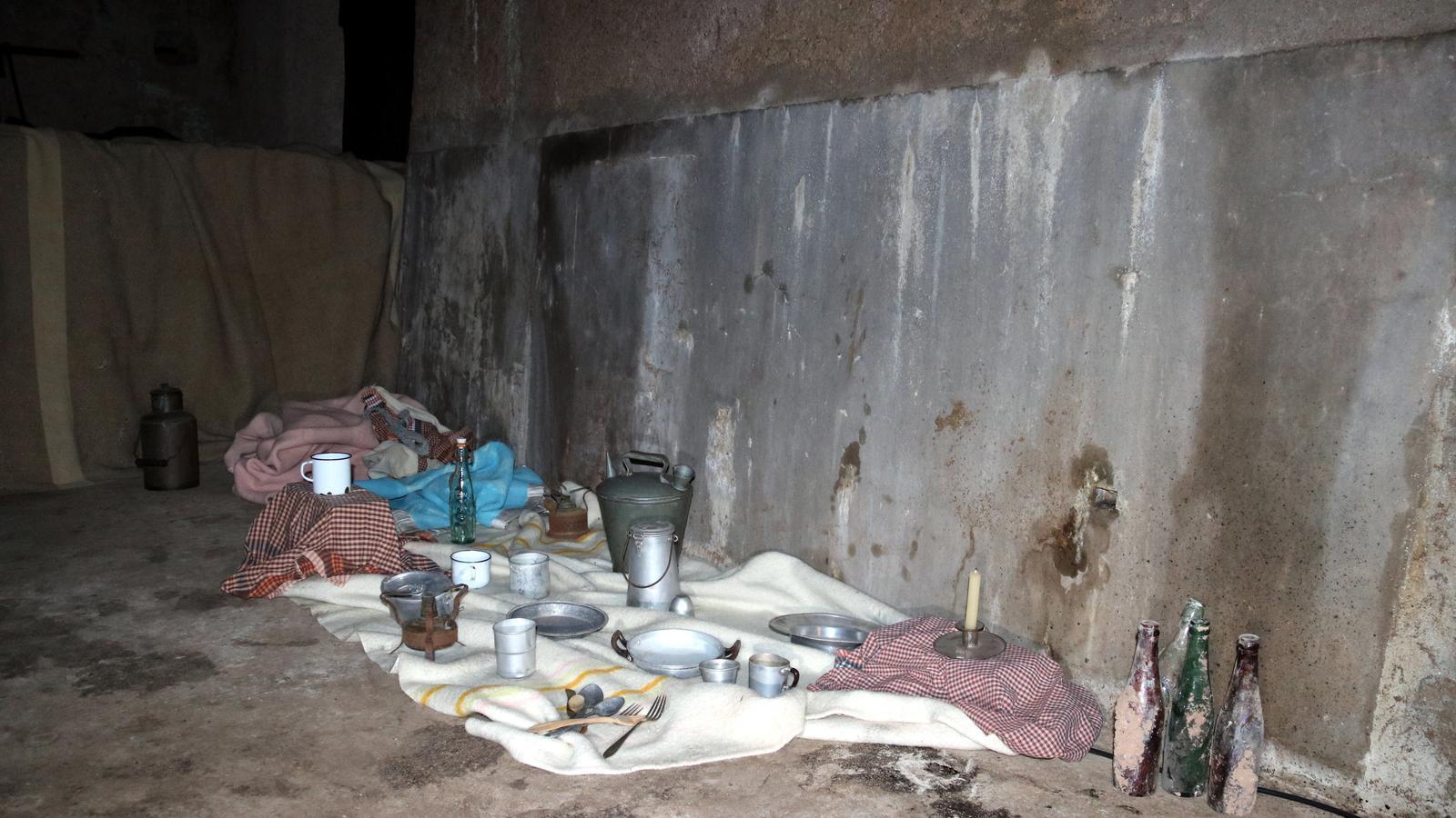 Una recreació de com vivien les víctimes al refugi antiaeri
