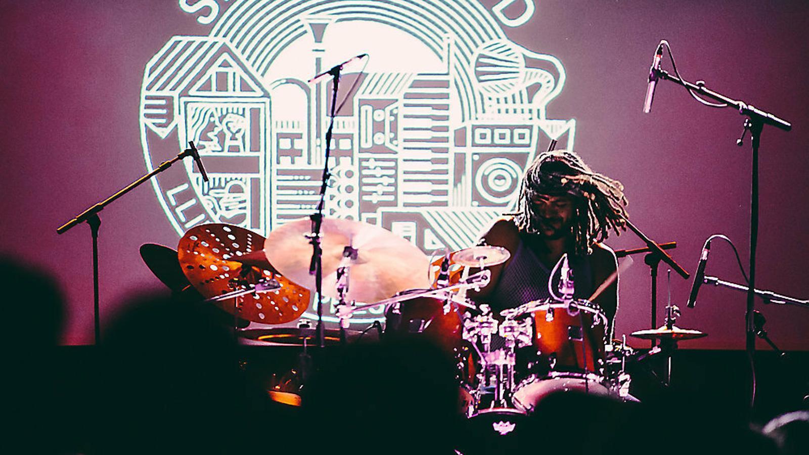 Yussef Dayes tocant al festival Say It Loud la setmana passada.