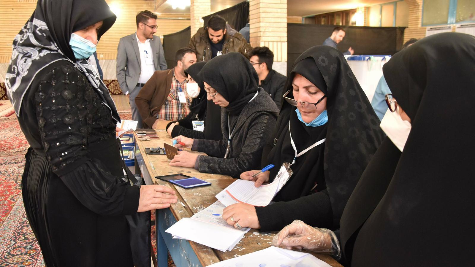 Una mesa electoral al sud de Teheran divendres passat durant les eleccions legislatives