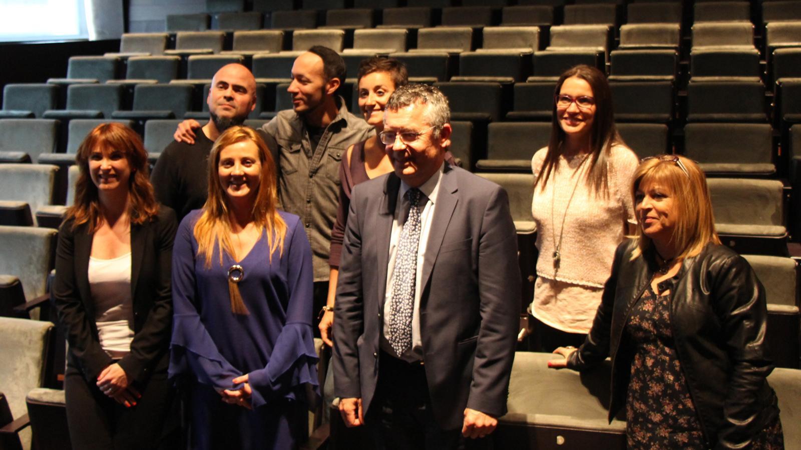 Els nous directors artístics, Mònica Vega, Alfons Casal i Joan Hernàndez, i els integrants de la plataforma ENA