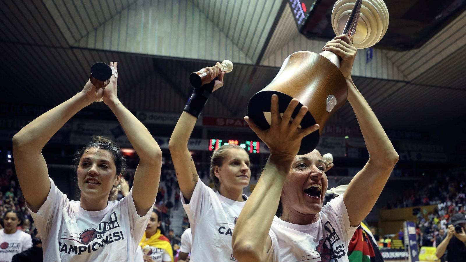 Laia Palau amb el trofeu