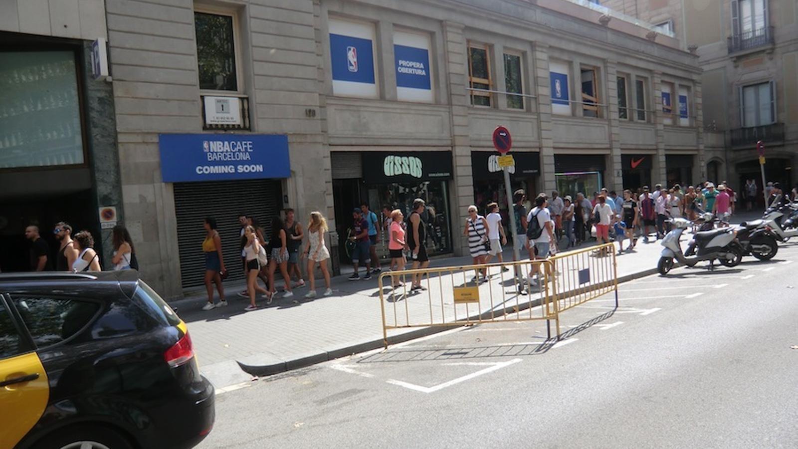 Façana de les obres del NBA Cafè Barcelona