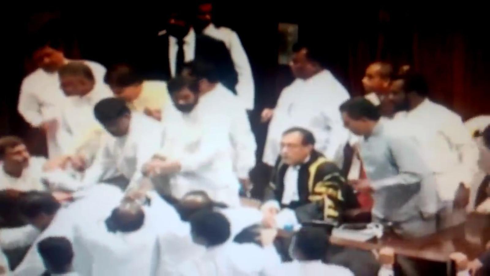 Baralla entre diputats al Parlament de Sri Lanka