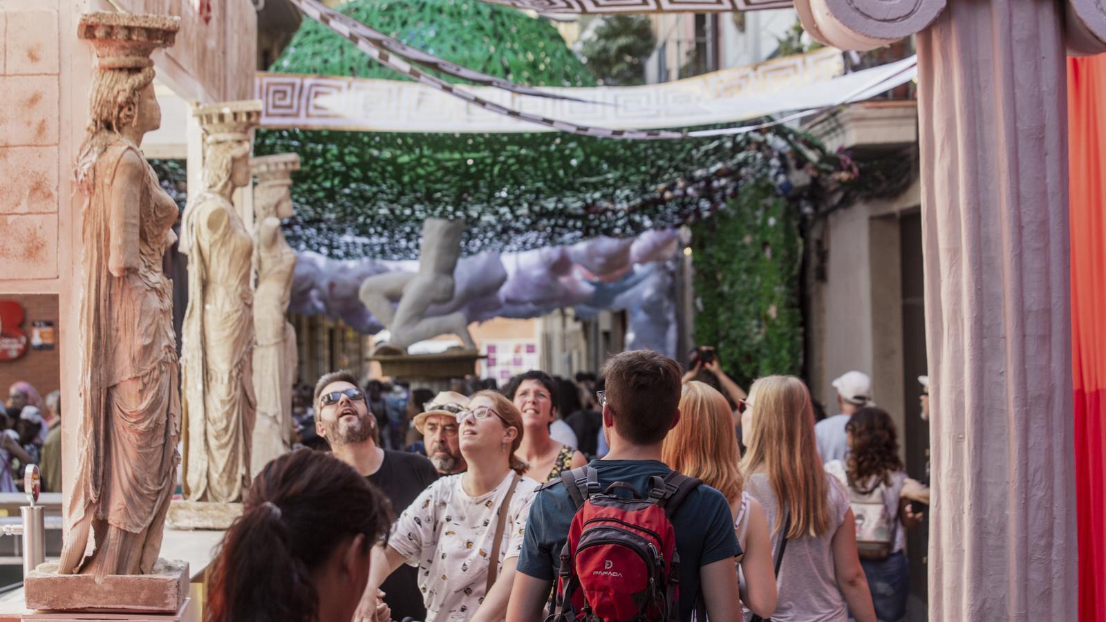 """La travessia de Sant Antoni es recupera de la victòria """"amarga"""" de les festes de Gràcia de l'any passat"""