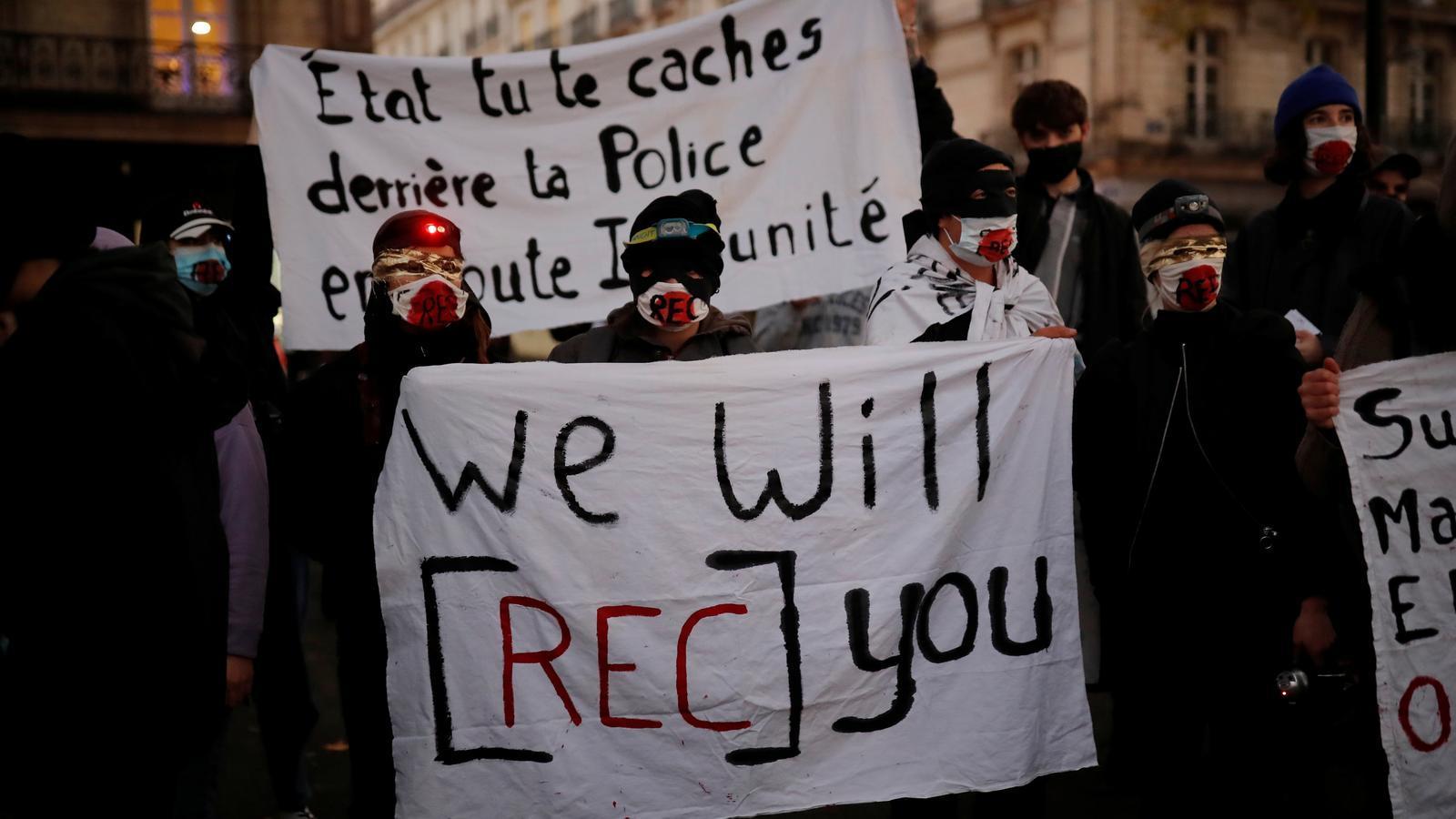 Polèmica a França per una llei que vol prohibir la difusió d'imatges de la policia