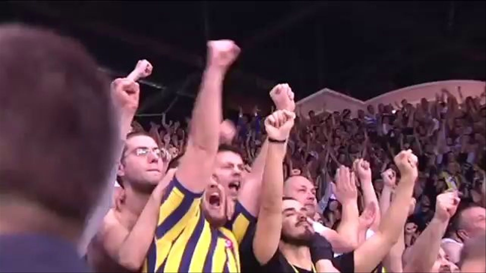 Greus incidents al Fenerbahçe-Galatasaray de bàsquet femení