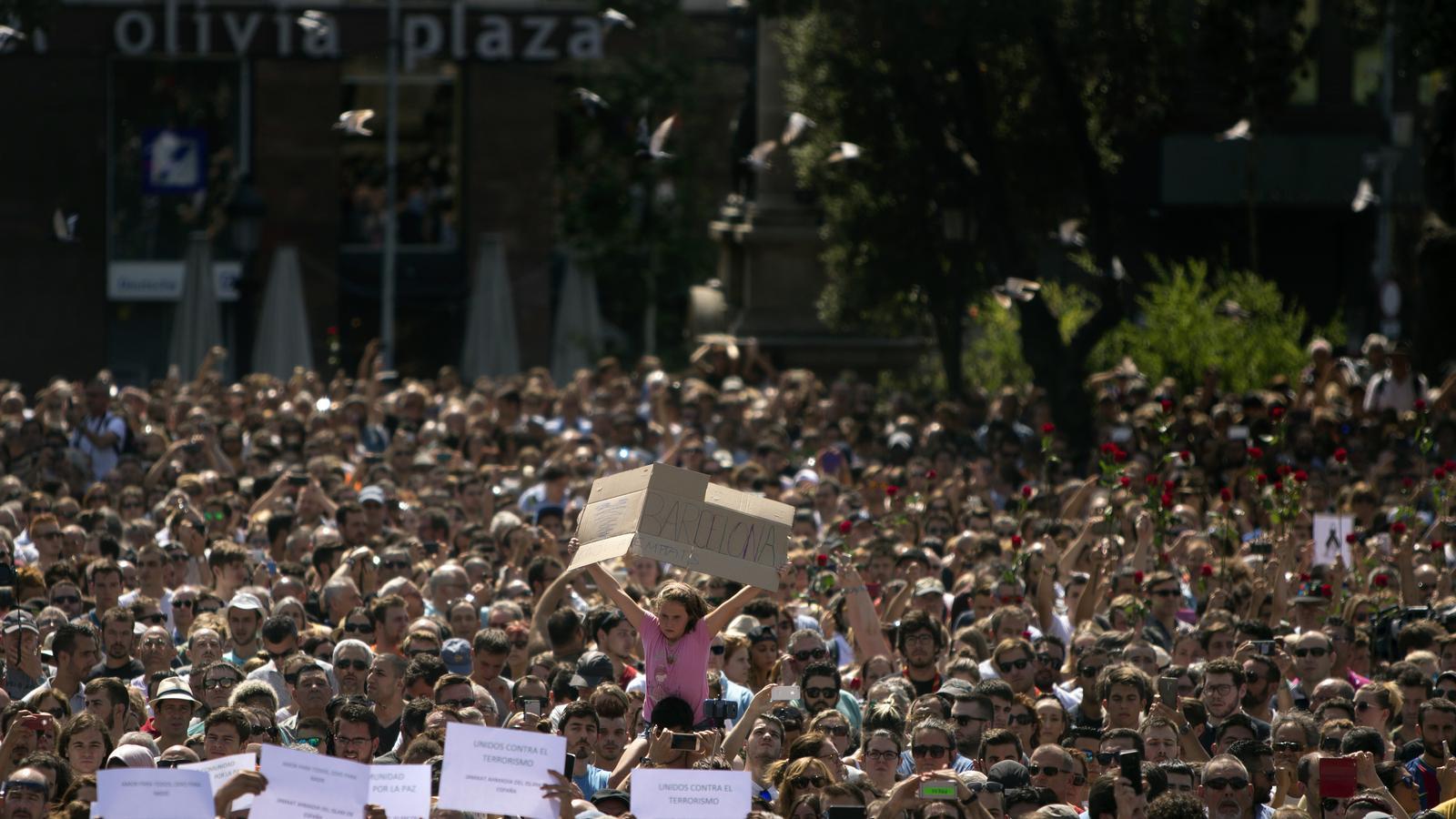 La concentració contra el terrorisme a plaça Catalunya