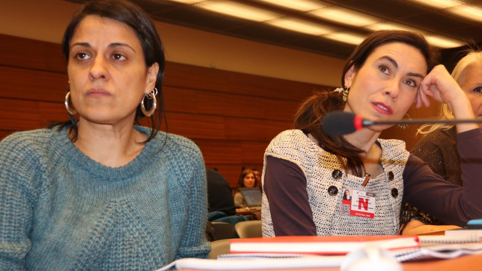 L'exdiputada de la CUP Anna Gabriel i la companya de Jordi Cuixart, Txell Bonet / BERNAT VILARÓ / ACN