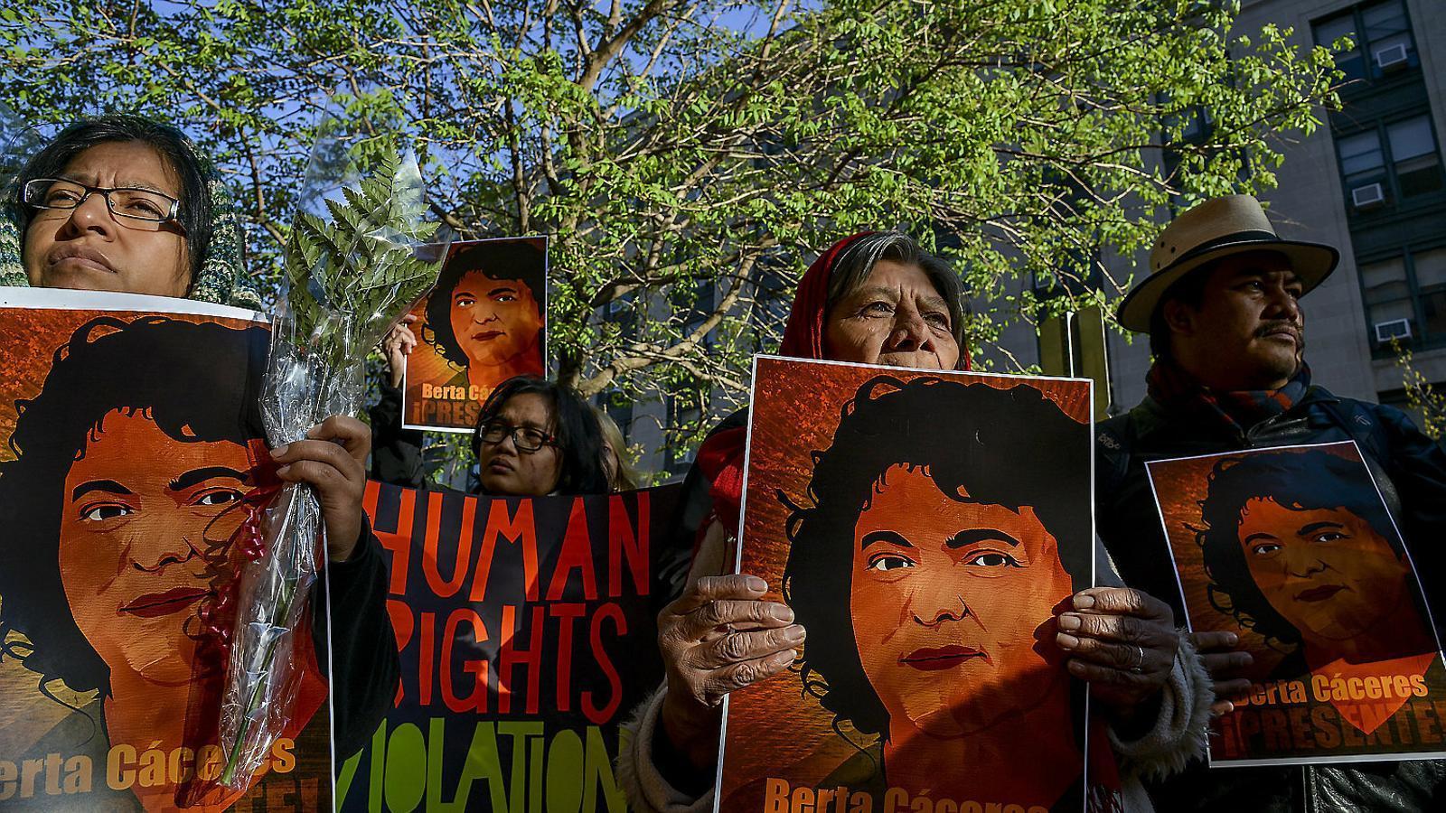 Manifestació a Washington en record de Berta Cáceres, activista ambientalista assassinada a Hondures