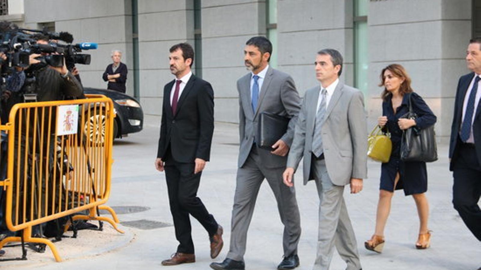 Josep Lluís Trapero queda en llibertat provisional però la magistrada li retira el passaport
