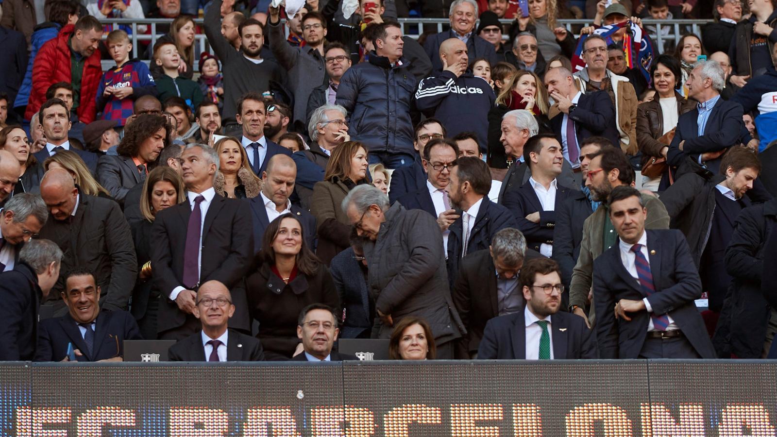 La tribuna del Camp Nou  amb la presència de la directiva blaugrana durant la jornada 25 de la Lliga Santander.