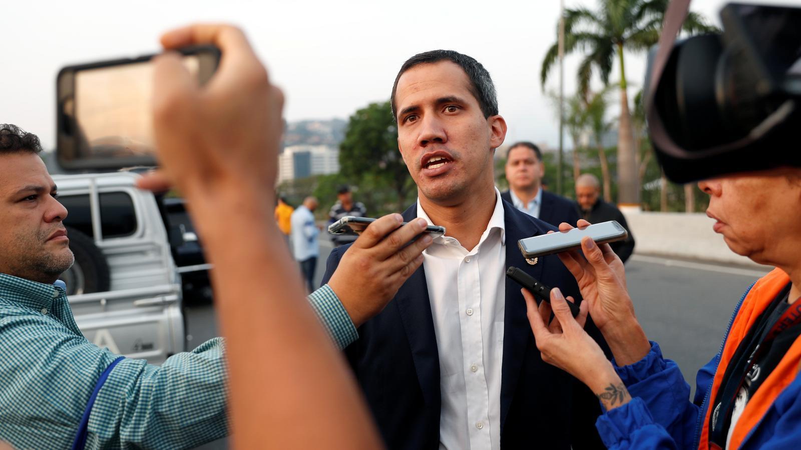 Guaidó anuncia que té el suport dels militars després que l'exèrcit hagi alliberat l'opositor Leopoldo López