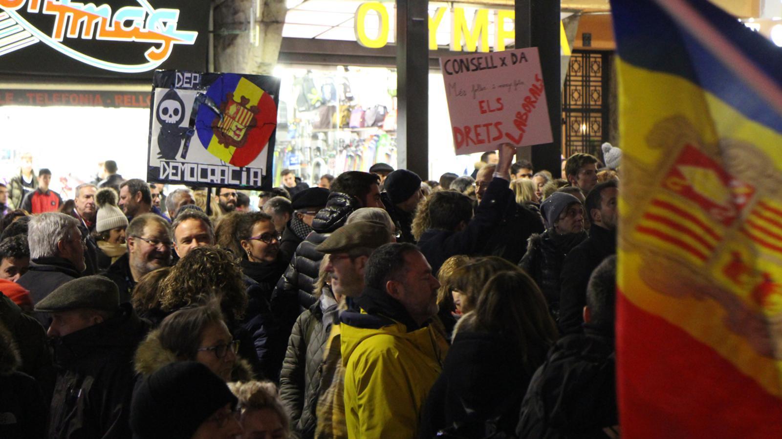 Alguns dels ciutadans que s'han manifestat aquest dimecres. / M. P.