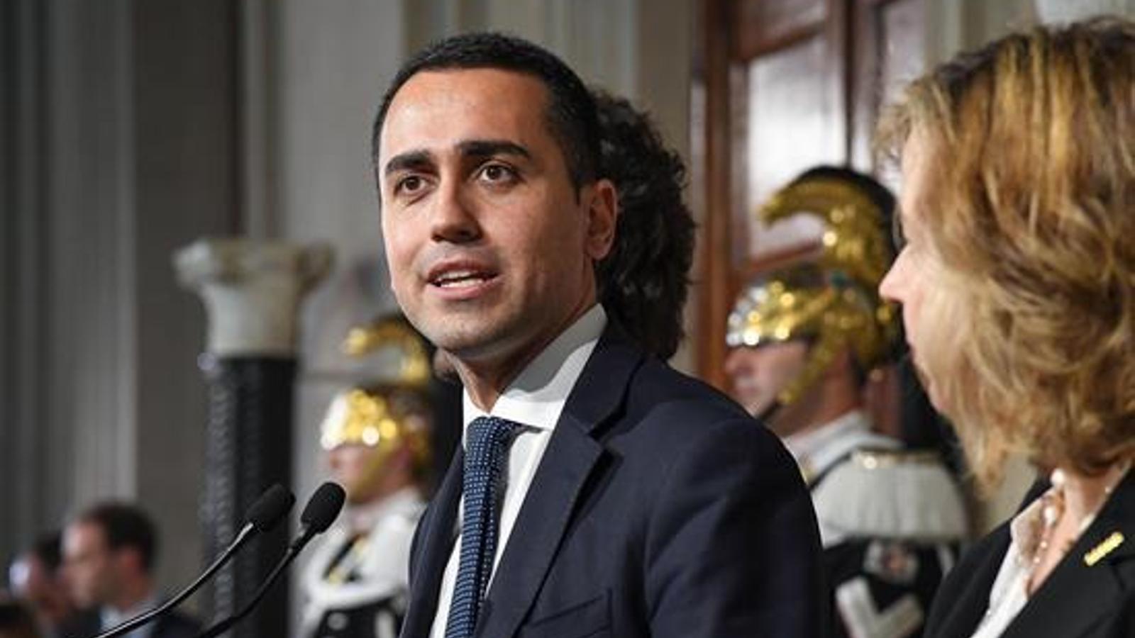 Di Maio compareixent davant de la premsa al palau del Quirinal, seu de la presidència italiana, a mitjan d'abril