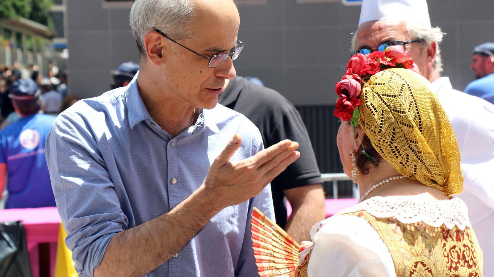 El cap de Govern, Toni Martí, aquest diumenge durant l'arrossada popular d'Escaldes. / C.G. (ANA)