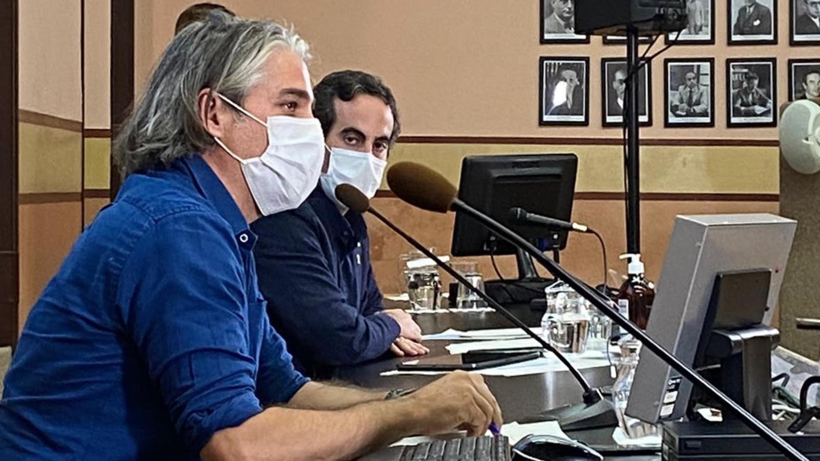 El secretari general de Salut, Marc Ramentol, i el coordinador de la unitat de seguiment del covid-19 a Catalunya, Jacobo Mendioroz, en una roda de premsa.