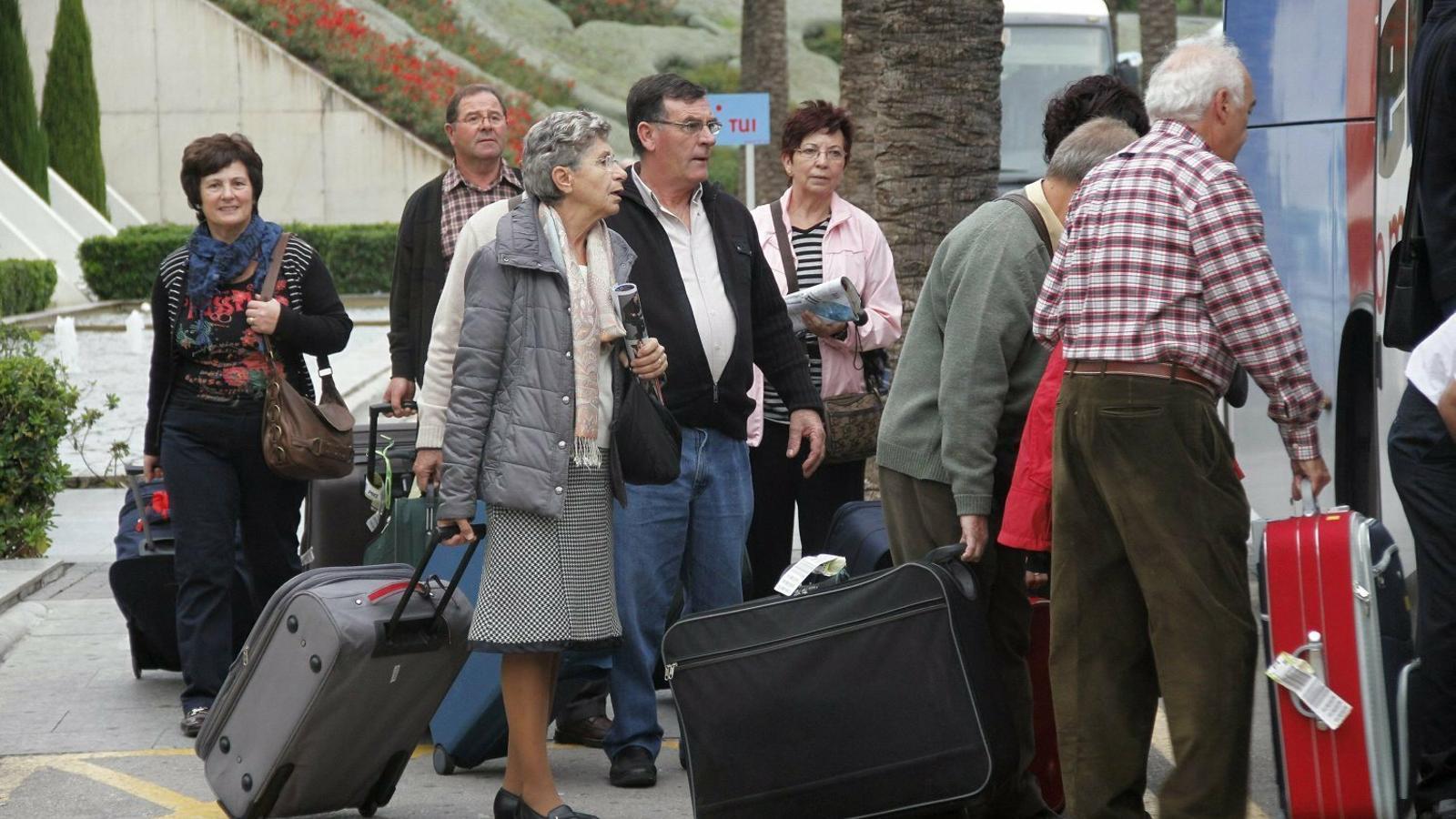 Es suspèn la licitació dels viatges de l'Imserso a petició del sector hoteler