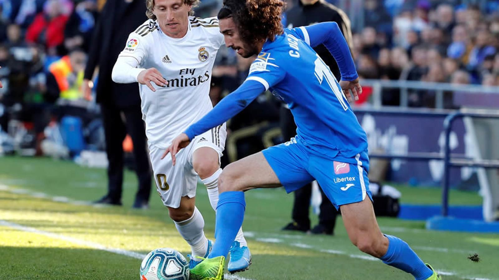 Luka Modric i Marc Cucurella en el darrer Getafe-Reial Madrid (0-3)  / EFE