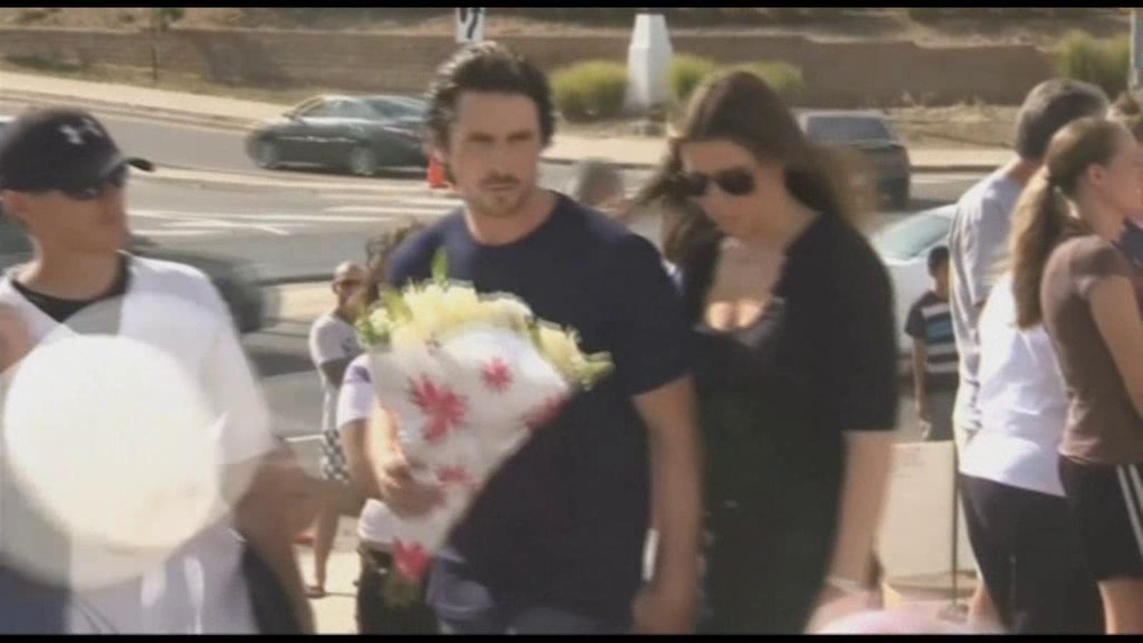 Christian Bale visita les víctimes de l'assalt d'Aurora