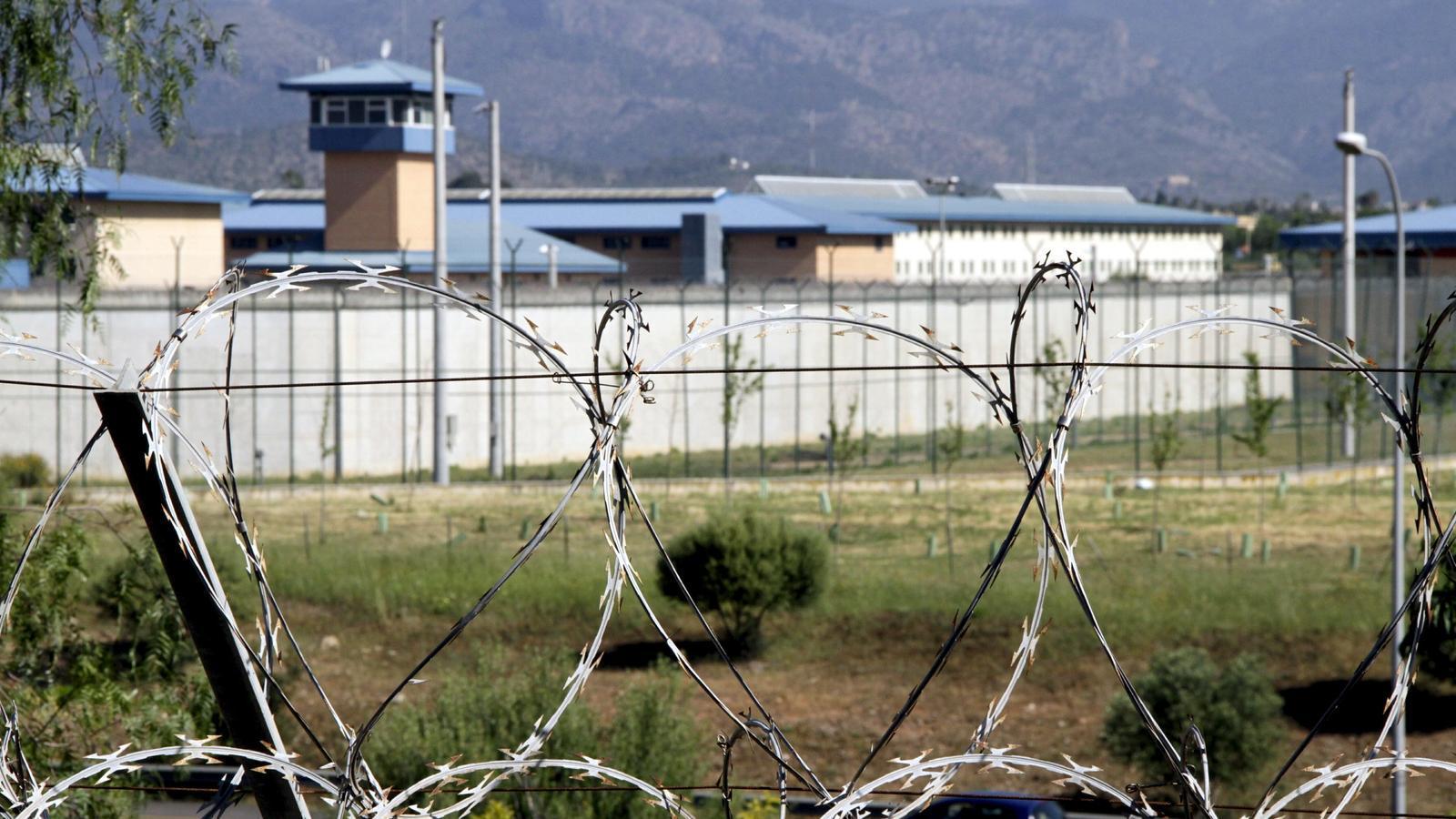 Torna el servei d'atenció jurídica gratuïta per a presos i gent dependent