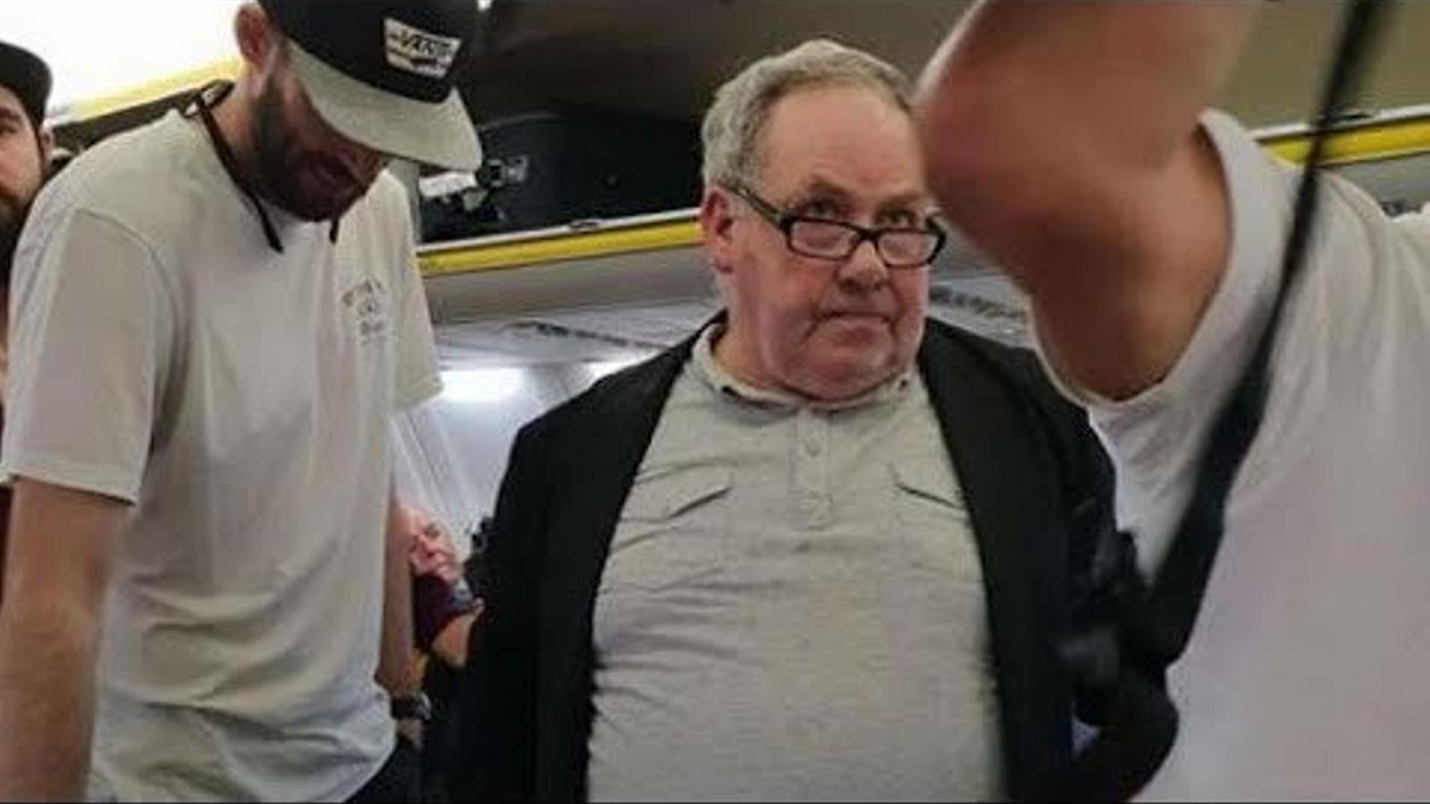 Demanen boicot a Ryanair per no fer fora un home amb actituds racistes