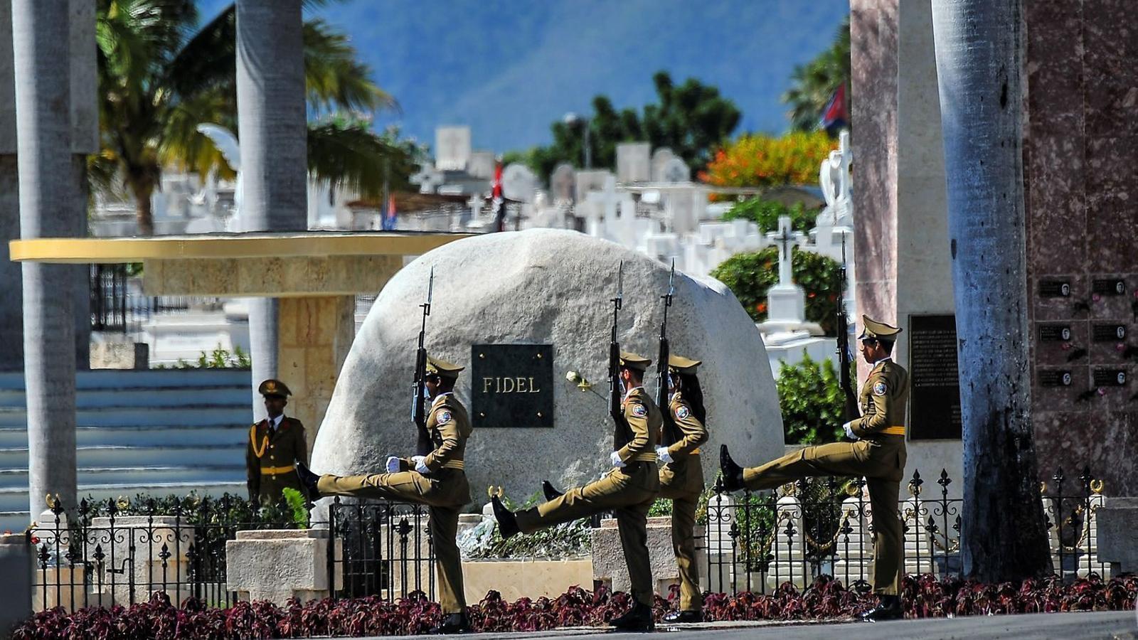 Cuba enterra Fidel amb  la mirada posada en el futur