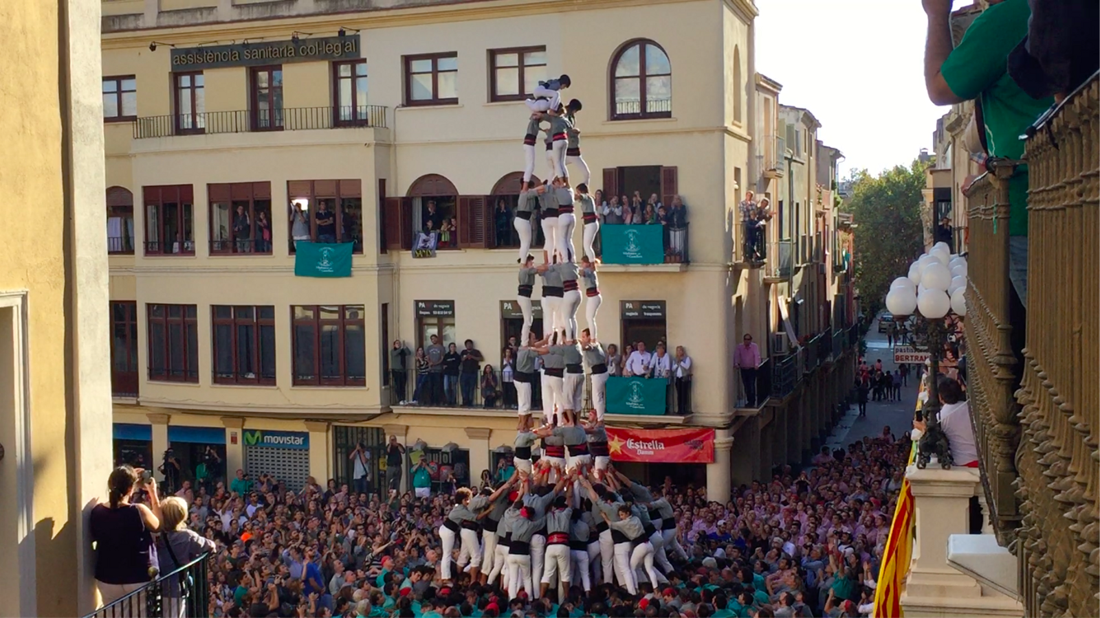 Els Castellers de Sants descarreguen el seu primer 5d9f a la diada de Tots Sants