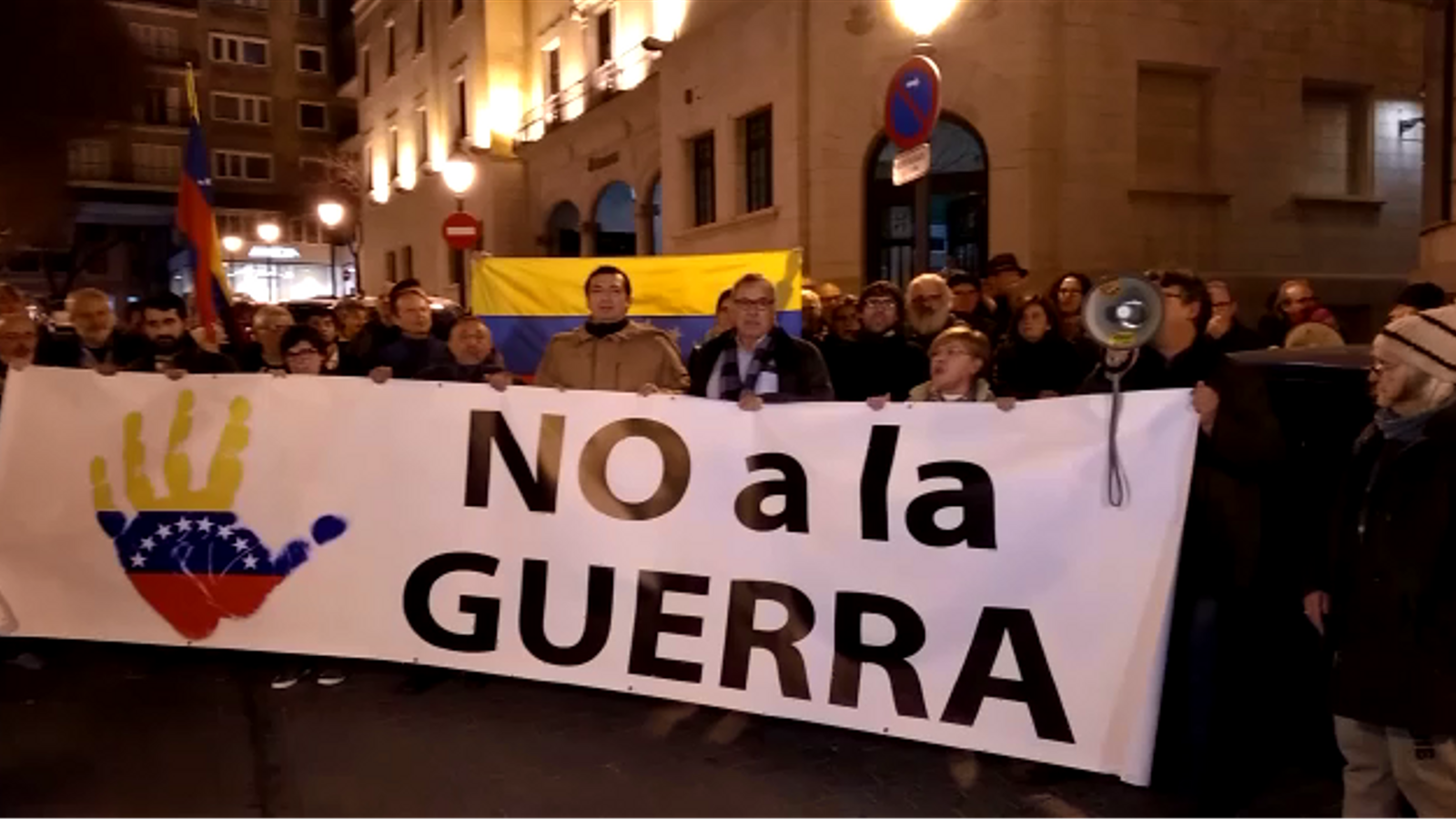 Protesta davant delegació del govern contra la intervenció a Veneçuela