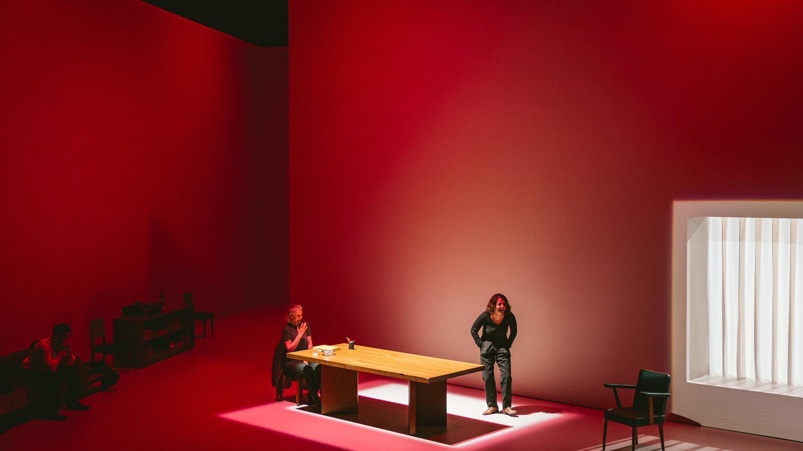 La impactant escenografia d''El quadern daurat' al Lliure.