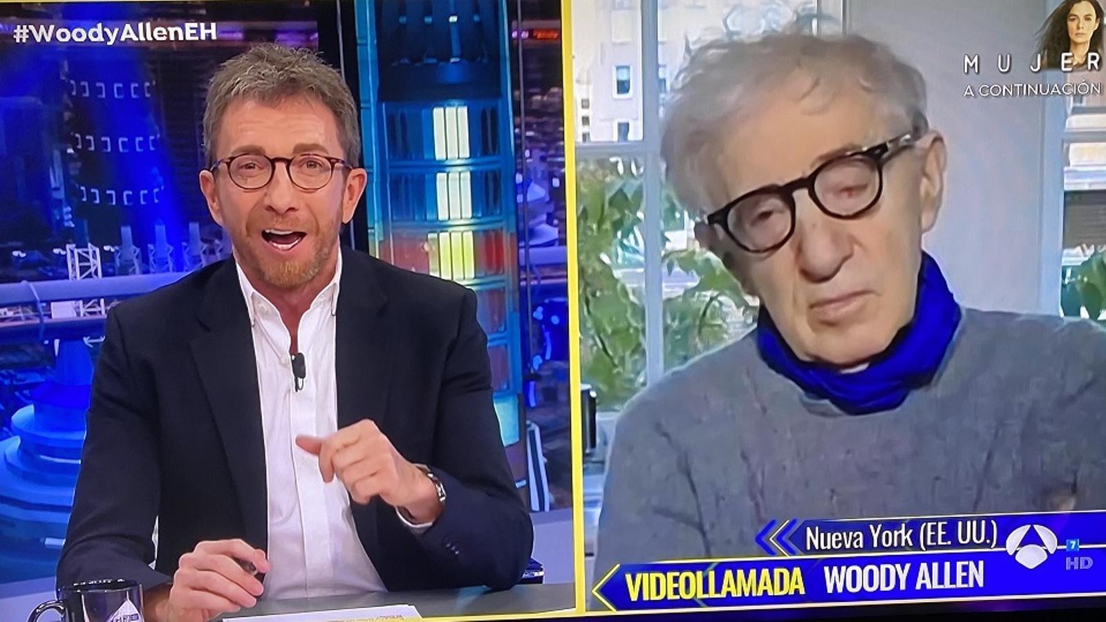 Pablo Motos i Woody Allen durant l'entrevista en videotrucada / ARA