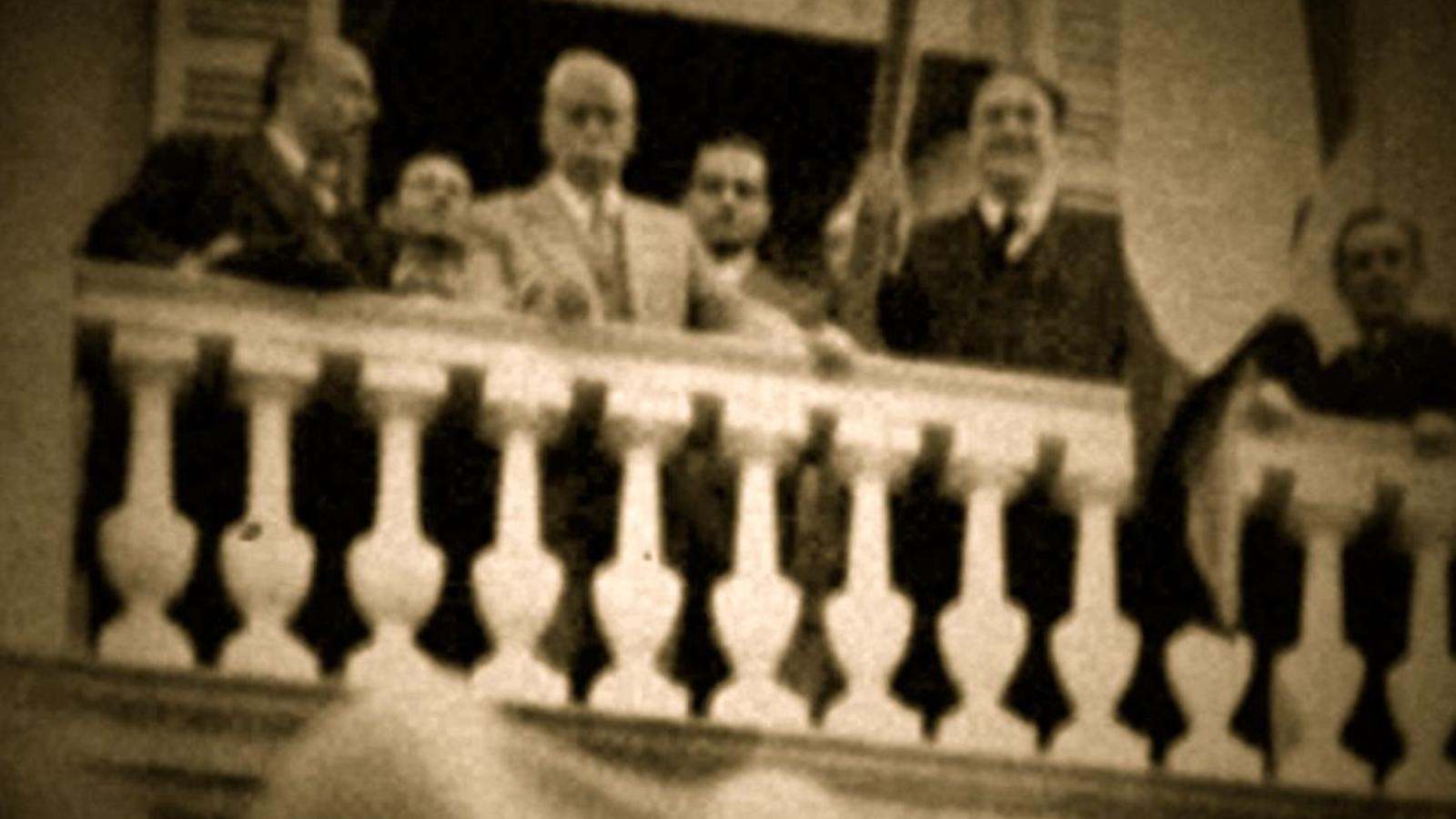 Francesc Macià arriba a l'Ajuntament i proclama la República Catalana