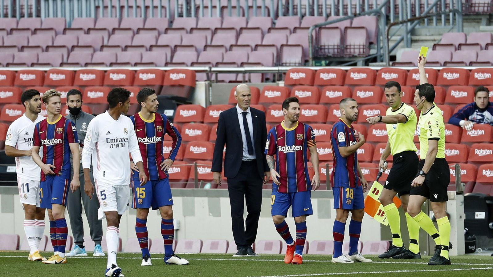 Leo Messi i Jordi Alba van veure la targeta groga dissabte.