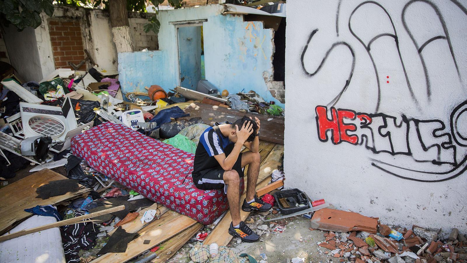 Un dels menors no acompanyats que vivien a les barraques del Camí de la Cadena, a Barcelona.