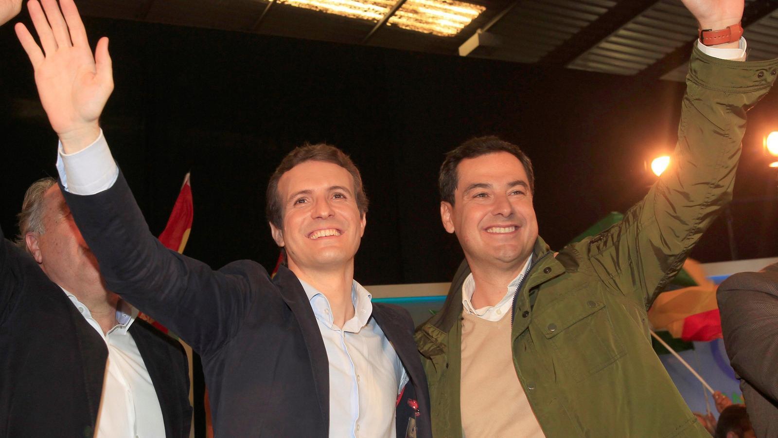 El líder del PP, Pablo Casado i el candidat a la Junta d'Andalusia, Juanma Moreno, aquest diumenge a Algesires