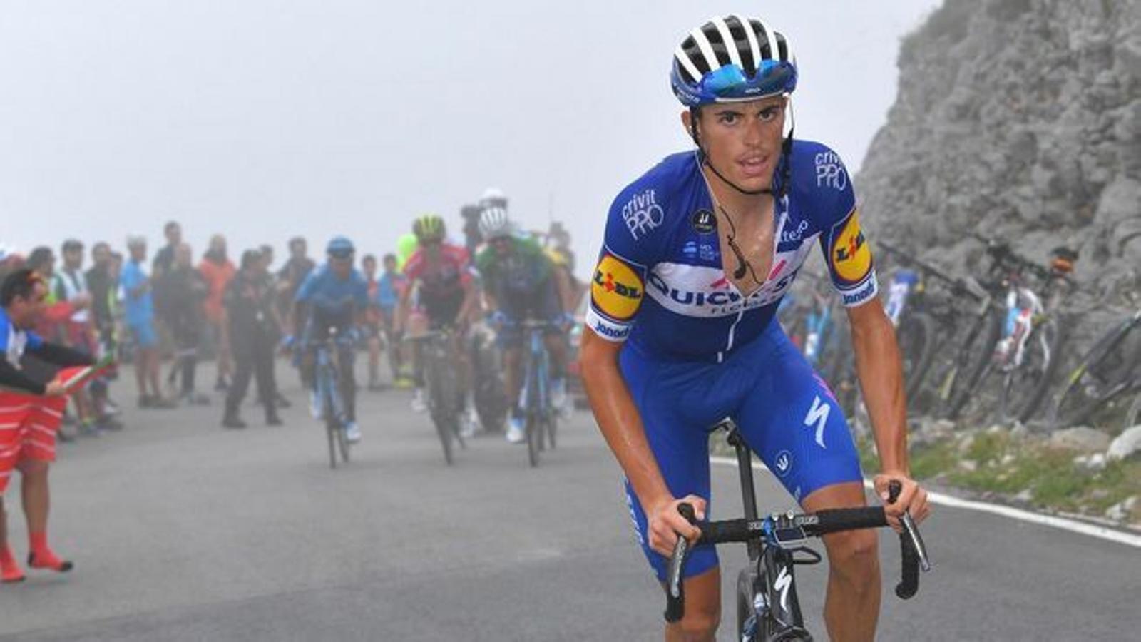 Enric Mas, a una etapa de la Vuelta